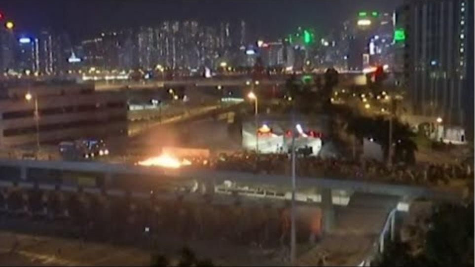 Εκτός ελέγχου η κατάσταση στο Χονγκ Κονγκ: Η αστυνομία απειλεί ότι θα χρησιμοποιήσει σφαίρες! - Φωτογραφία 4