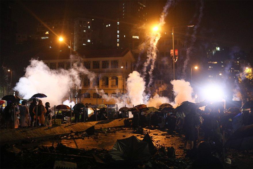 Εκτός ελέγχου η κατάσταση στο Χονγκ Κονγκ: Η αστυνομία απειλεί ότι θα χρησιμοποιήσει σφαίρες! - Φωτογραφία 5