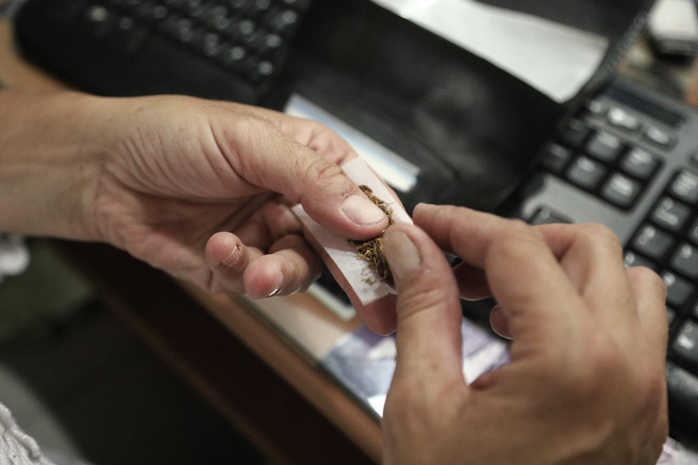 Σβήνουν τα τσιγάρα.. «ανάβουν» τα τηλέφωνα! Σε λειτουργία από σήμερα η γραμμή καταγγελιών 1142 - Φωτογραφία 1