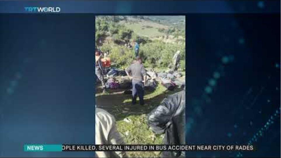 Λεωφορείο έπεσε σε χαράδρα - Τουλάχιστον 24 νεκροί - Φωτογραφία 3