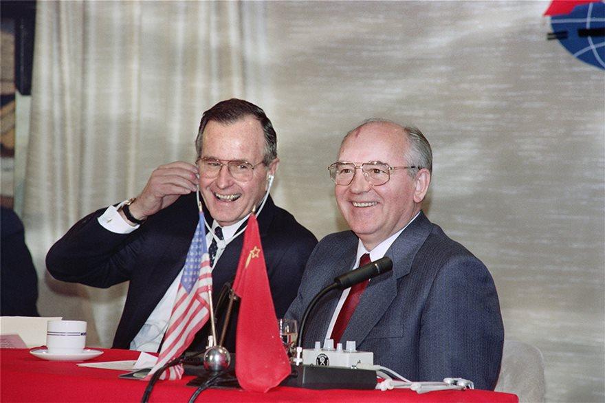 Πριν 30 χρόνια άλλαξε ο κόσμος: Υπογραφή της λήξης του Ψυχρού Πολέμου - Φωτογραφία 2