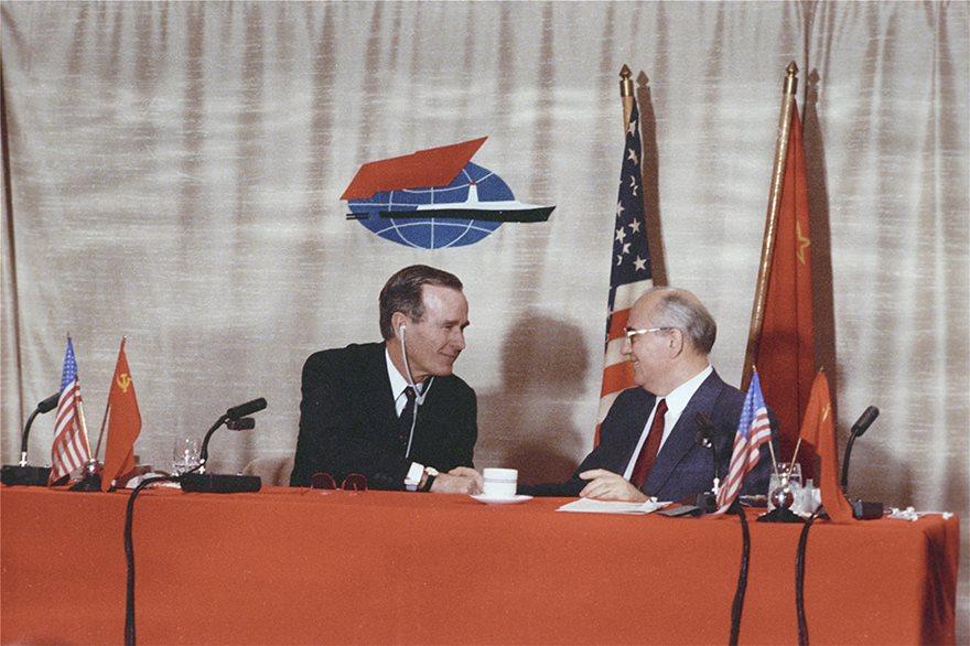 Πριν 30 χρόνια άλλαξε ο κόσμος: Υπογραφή της λήξης του Ψυχρού Πολέμου - Φωτογραφία 5