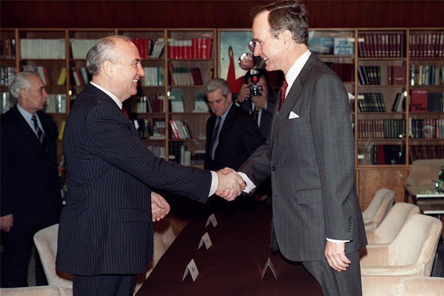 Πριν 30 χρόνια άλλαξε ο κόσμος: Υπογραφή της λήξης του Ψυχρού Πολέμου - Φωτογραφία 7