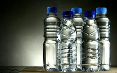 Καταργούνται τα πλαστικά μπουκάλια για νερό παγκοσμίως. Με τι θα αντικατασταθούν; - Φωτογραφία 1