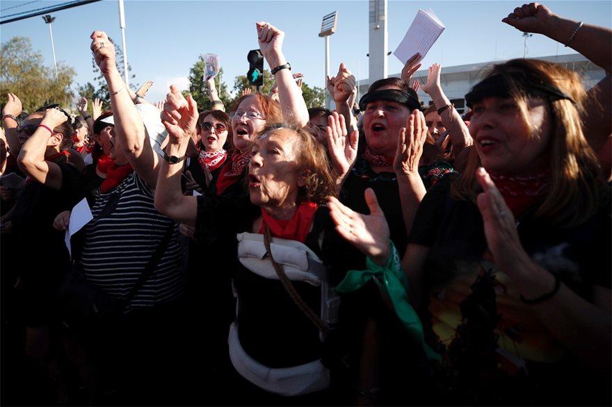 Χιλιάδες γυναίκες χόρεψαν εναντίον των βιασμών - Φωτογραφία 2