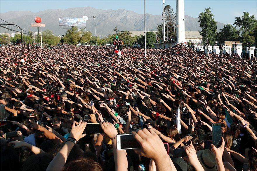 Χιλιάδες γυναίκες χόρεψαν εναντίον των βιασμών - Φωτογραφία 4