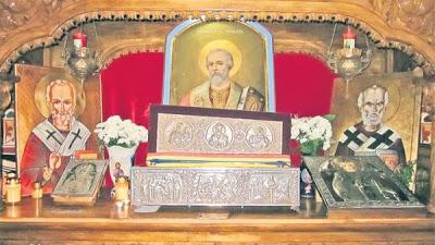 «Τα Λείψανα του Αγίου Νικολάου μέσα στη λάρνακα έπλεαν σέ ένα διαυγές, άχρωμο και άοσμο υγρό» - Φωτογραφία 1