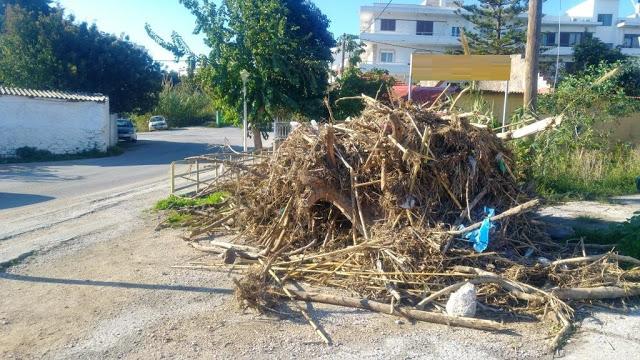 10 μέρες εγκαταλειμμένα τα φερτά υλικά του ρέματος Ροδινιού - φώτος - Φωτογραφία 2