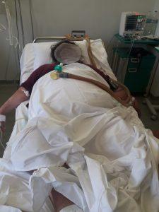 Εικόνες σοκ και πάλι στην εφημερία του Αττικόν! Διασωληνωμένοι ασθενείς αντί για ΜΕΘ νοσηλεύονται σε απλό θάλαμο - Φωτογραφία 2