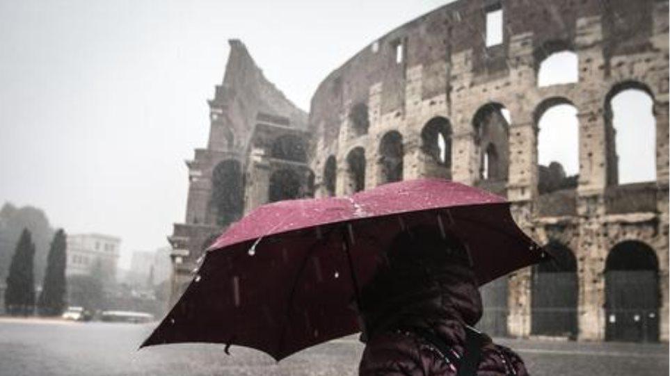 Η κακοκαιρία τρόμαξε τους Ιταλούς: Κλειστά σχολεία σε Ρώμη και Νάπολη - Φωτογραφία 1