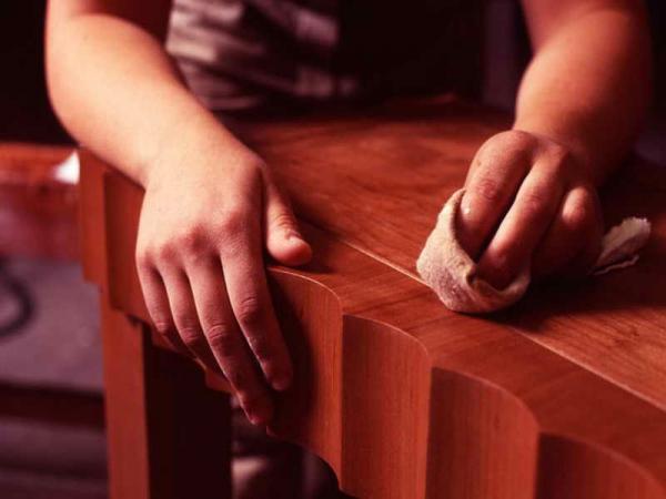 ΚΑΤΑΣΚΕΥΕΣ - Πώς να καλύψετε εύκολα τις γρατζουνιές στα ξύλινα έπιπλα - Φωτογραφία 1