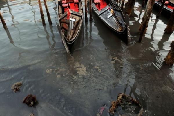 Απίστευτες εικόνες στη Βενετία: Στέγνωσαν τα κανάλια της (pics) - Φωτογραφία 2