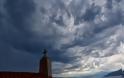 Καιρός : Βροχές, καταιγίδες, ισχυροί άνεμοι και… εξηγήσεις για το ψυχρό κύμα