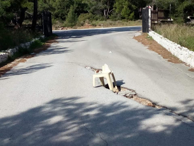 Απίστευτα μέτρα προστασίας σε δρόμο στην Καλλιθέα - φώτος - Φωτογραφία 1