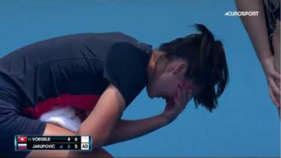 Τενίστρια κατέρρευσε λόγω δύσπνοιας από τους καπνούς των πυρκαγιών στο Australian Open - Φωτογραφία 2