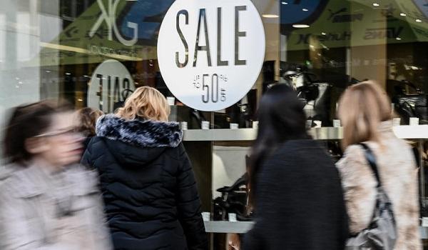Χειμερινές εκπτώσεις: Ανοιχτά τα μαγαζιά την Κυριακή - Φωτογραφία 1