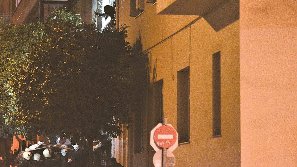 Καταλήψεις στην Αθήνα: Ποια είναι τα «παιδιά των πλουσίων» που ρίχνουν τσιμεντόλιθους - Φωτογραφία 1