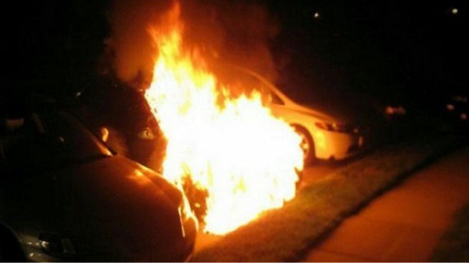Μπαράζ εμπρηστικών επιθέσεων σε αυτοκίνητα σε Μαρούσι και Αθήνα - 17 οχήματα στις φλόγες - Φωτογραφία 1