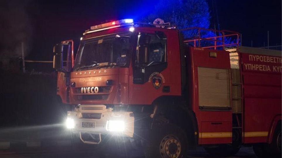 Κορωπί: Νεκρός άνδρας από πυρκαγιά σε τροχόσπιτο - Φωτογραφία 1
