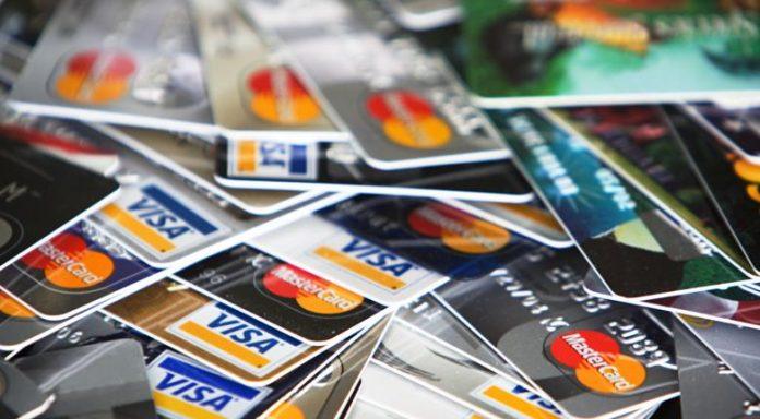 Ειρηνοδικείο για τράπεζες : Με συστημένη επιστολή οι κάρτες και οι κωδικοί - Φωτογραφία 1