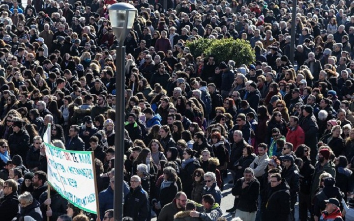 Βόρειο Αιγαίο: Μαζικές συγκεντρώσεις, απεργία και «λουκέτο» για το μεταναστευτικό - Φωτογραφία 1