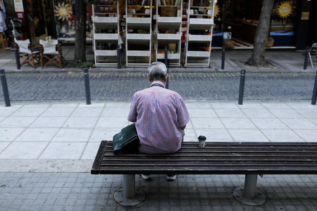 Νοικοκυριά : Οι φόροι και η ακρίβεια «λυγίζουν» τους καταναλωτές - Φωτογραφία 1
