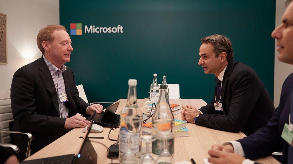 O Μητσοτάκης με τον πρόεδρο της Microsoft - Συζήτησαν για Data Center στην Ελλάδα - Φωτογραφία 1
