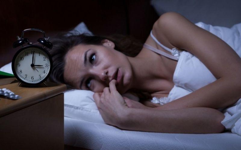 Αϋπνία: Ποια τρόφιμα χειροτερεύουν και ποια βελτιώνουν τον ύπνο των γυναικών - Φωτογραφία 1
