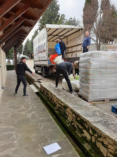Παραδόθηκε στην Αλβανία η  ανθρωπιστική βοήθεια του Δήμου Αγρινίου - Φωτογραφία 3