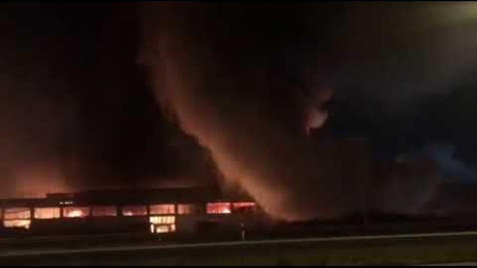 Μεγάλη φωτιά σε εταιρεία γεωργικών μηχανημάτων - Φωτογραφία 2