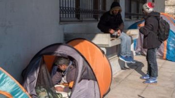 1 στους 3 Έλληνες σε κίνδυνο φτώχειας και ας δουλεύουν πιο πολύ από τους άλλους Ευρωπαίους - Φωτογραφία 1