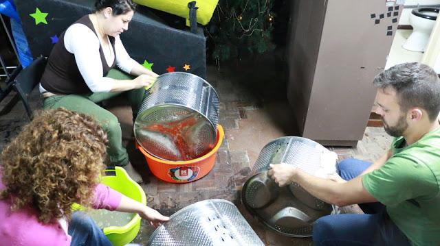 ΚΑΤΑΣΚΕΥΕΣ - Μετέτρεψαν 133 παλιούς κάδους πλυντηρίου σε κομψές λάμπες δρόμου - Φωτογραφία 1