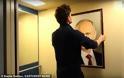 Έβαλαν το πορτρέτο του Β. Πούτιν σε ασανσέρ και... φάνηκε τι σκέφτονται γι' αυτόν οι Ρώσοι  (video)