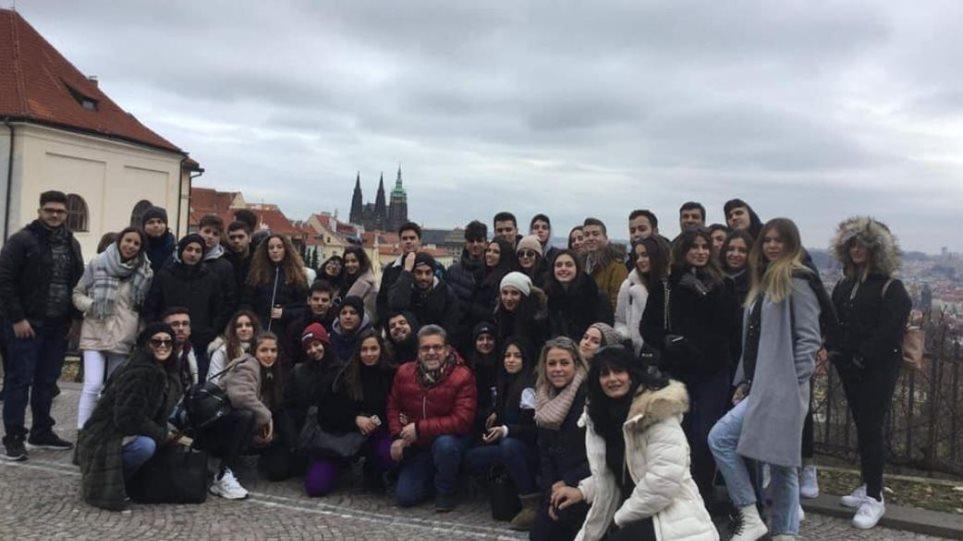«Εφιάλτης» στην Πράγα για 17 μαθητές από τη Ρόδο - Φωτογραφία 1