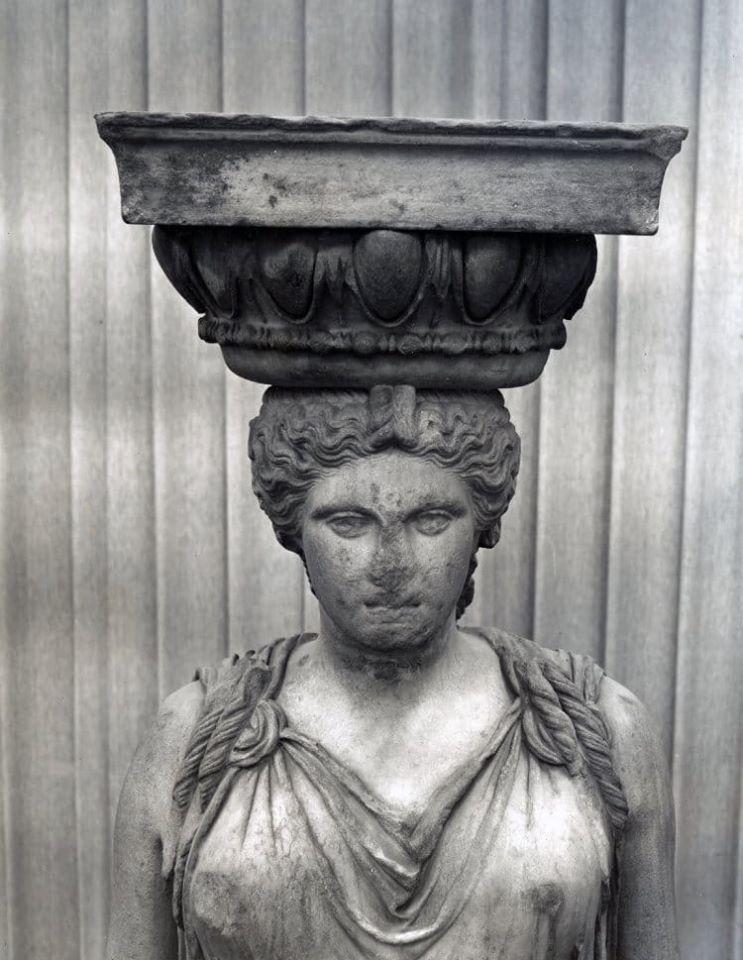 ...ἤξεραν - με ποιον ἄραγε τρόπο; -πως πέτρα ψυχρή ἡ Καρυάτιδα δεν εἶναι... - Φωτογραφία 1