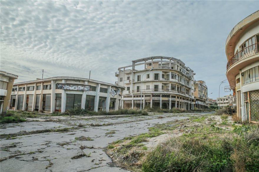 Αμμόχωστος: H Daily Mail κάνει φωτογραφικό αφιέρωμα στην πόλη-φάντασμα - Φωτογραφία 9