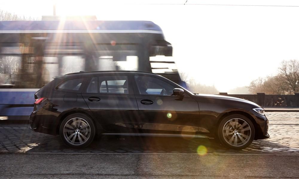 BMW 330e Touring - Φωτογραφία 2