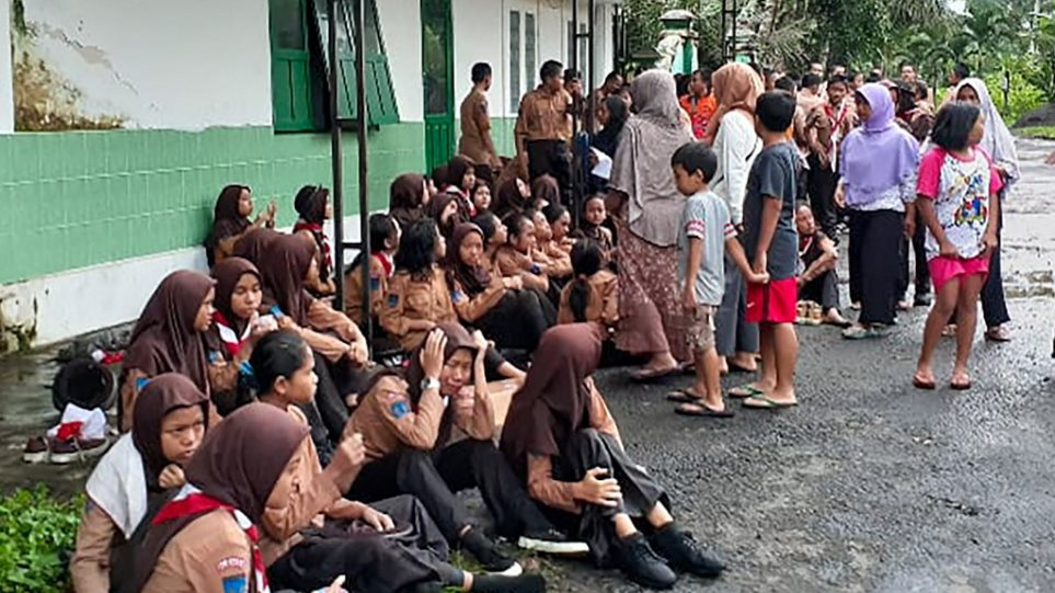 Ινδονησία: Ποταμός παρέσυρε και σκότωσε έξι μαθητές που βρίσκονταν σε εκδρομή - Φωτογραφία 1