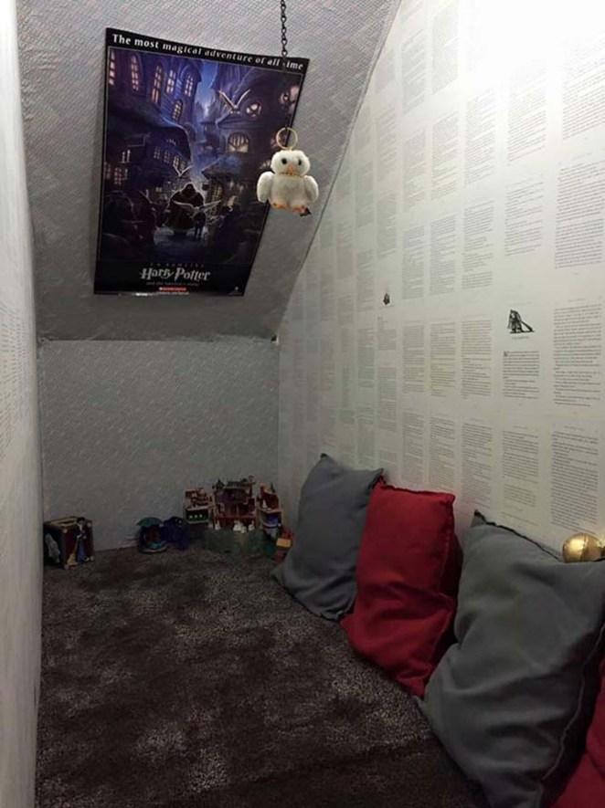 ΚΑΤΑΣΚΕΥΕΣ - Μαμά μετέτρεψε μικρό χώρο κάτω από την σκάλα σε δωμάτιο Harry Potter - Φωτογραφία 3
