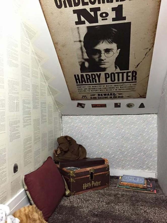 ΚΑΤΑΣΚΕΥΕΣ - Μαμά μετέτρεψε μικρό χώρο κάτω από την σκάλα σε δωμάτιο Harry Potter - Φωτογραφία 4