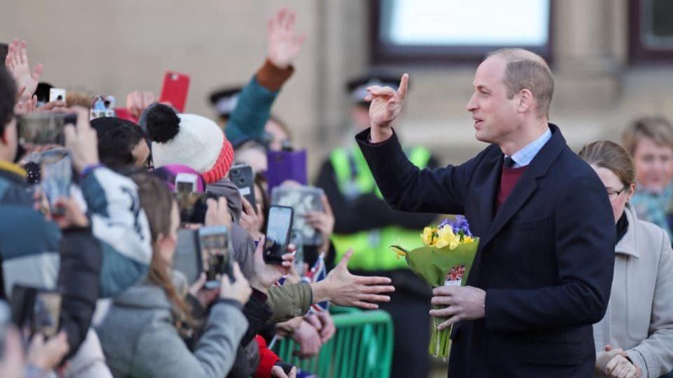 Στον δρόμο για τον θρόνο: Ο πρίγκιπας Γουίλιαμ ετοιμάζεται για διάδοχος του πατέρα του - Φωτογραφία 1