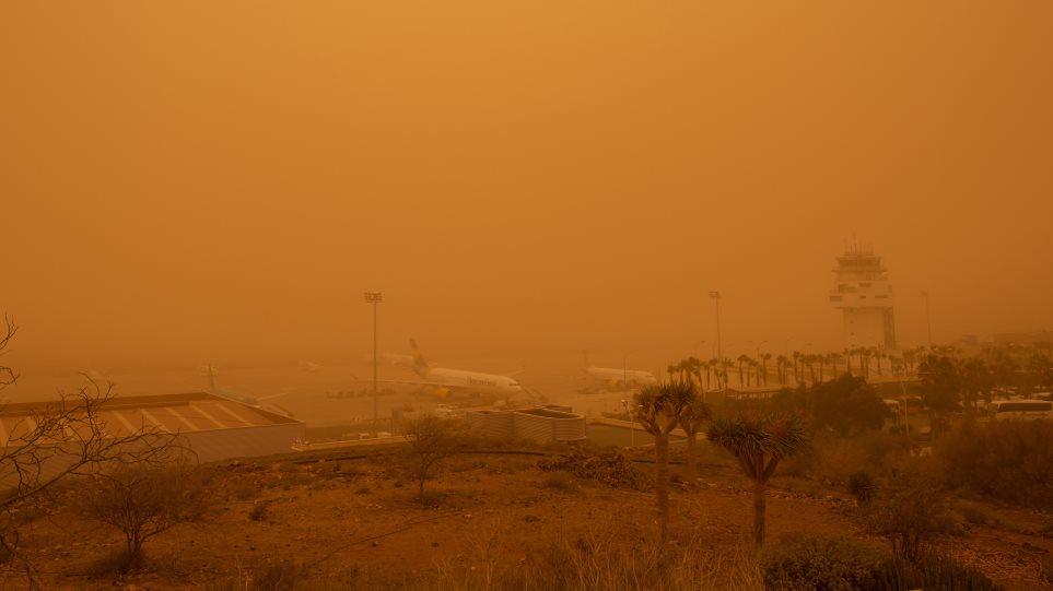Απόκοσμες εικόνες στα Κανάρια Νησιά: «Κόκκινος» ο ουρανός από την αφρικανική σκόνη - Φωτογραφία 1