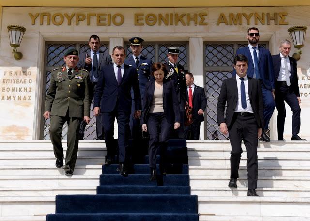 Συνάντηση ΥΕΘΑ κ. Νικόλαου Παναγιωτόπουλου με την Υπουργό Άμυνας της Γαλλικής Δημοκρατίας κ. Φλωράνς Παρλύ - Φωτογραφία 1