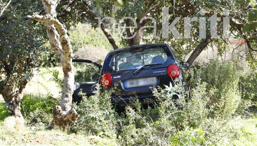 Τραγικός θάνατος για 48χρονη : Δεν τράβηξε χειρόφρενο και την παρέσυρε το αυτοκίνητό της - Φωτογραφία 3