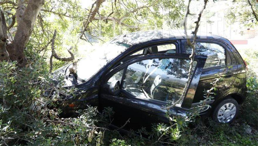 Τραγικός θάνατος για 48χρονη : Δεν τράβηξε χειρόφρενο και την παρέσυρε το αυτοκίνητό της - Φωτογραφία 4