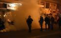 Νύχτα – κόλαση και μάχες σώμα με σώμα κατοίκων και ΜΑΤ σε Μυτιλήνη και Χίο για τα κλειστά κέντρα