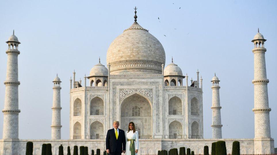 Ταξίδι Τραμπ στην Ινδία: Οι εντυπωσιακές εμφανίσεις της Μελάνια - Φωτογραφία 1