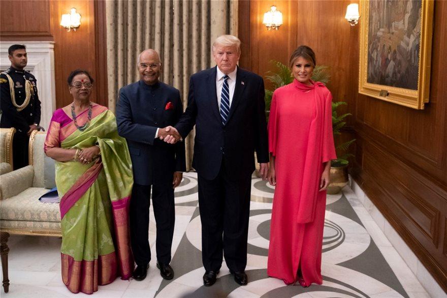 Ταξίδι Τραμπ στην Ινδία: Οι εντυπωσιακές εμφανίσεις της Μελάνια - Φωτογραφία 2