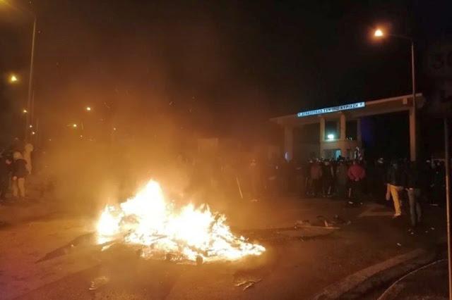 BINTEO - 98 ΑΔΤΕ: «Ντροπή του Στρατηγού να δώσει τα μηχανήματα» φώναζαν πολίτες έξω από την πολιορκούμενη Μεραρχία – Συγκλονίζει ο στρατιωτικός ιερέας - Φωτογραφία 1