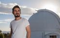 Σπουδαία διάκριση: Ο Έλληνας αστροφυσικός Άρης Τρίτσης βραβεύθηκε από την Ευρωπαϊκή Αστρονομική Εταιρεία